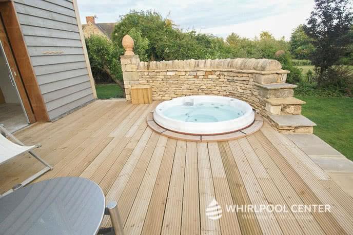 Kleiner Whirlpool auf Terrasse
