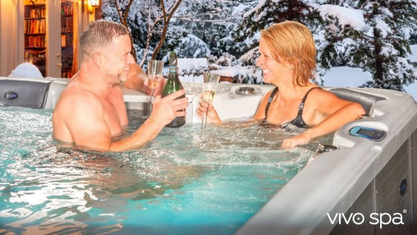 vivo-spa-waterfit-siwm-spas-mood-couple-winter1zmKP4TYmJxeL