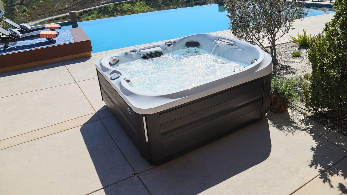 Jacuzzi J-400 Outdoor Whirlpool Serie