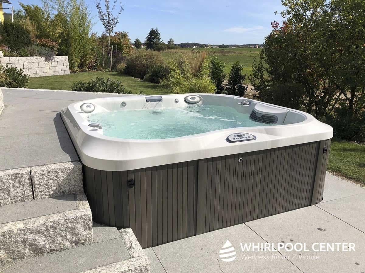 Whirlpool Center Outdoor Referenzen mit Blick ins Grüne
